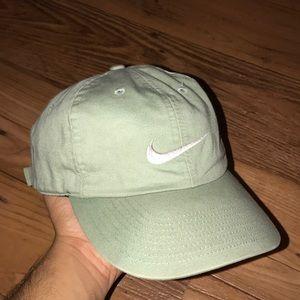VINTAGE NIKE EMBROIDERED DAD HAT